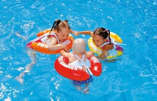 Ci sono alcuni modi per aiutare il bimbo a non aver paura in acqua