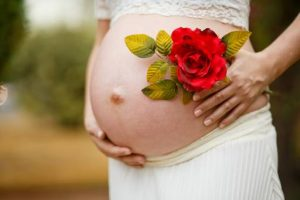 Perchè è utile utilizzare un olio per smagliature in gravidanza? Ecco alcuni motivi per farlo.